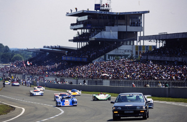 The pace car leads the field away on the formation lap.