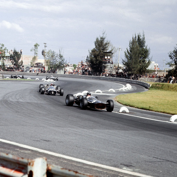 Mexico City, Mexico.21-23 October 1966.Graham Hill (BRM P83) leads Jo Siffert (Cooper T81 Maserati).Ref-3/2392.World Copyright - LAT Photographic
