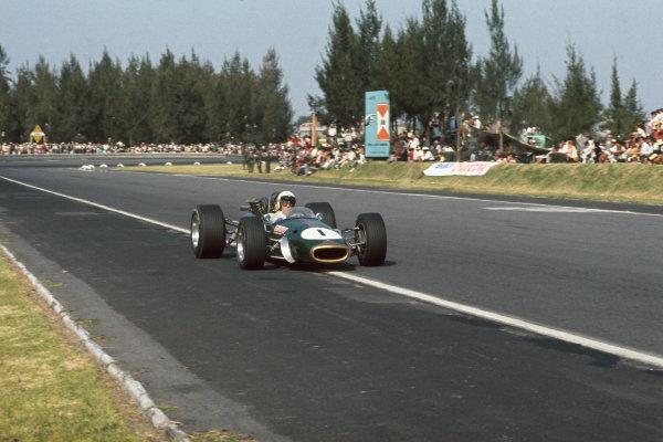 Mexico City, Mexico. 20 - 22 October 1967.  Jack Brabham (Brabham BT24-Repco) 2nd position.  Ref: 67MEX16. World Copyright: LAT Photographic