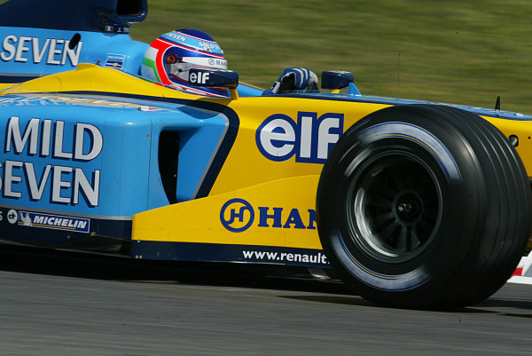 2003 Spanish Grand Prix - Friday 1st Qualifying,Barclona, Spain.2nd May 2003.Jarno Trulli, Renault R23, action.World Copyright LAT Photographic.ref: Digital image only