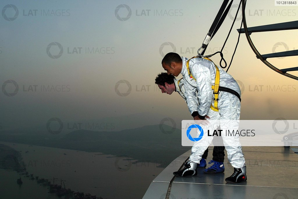50th Macau Grand Prix.Macau Tower, Macau.Lewis Hamilton, Manor Motorsport, Danny Watts, Docking Racing.World Copyright: Glenn Dunbar/LAT Photographic