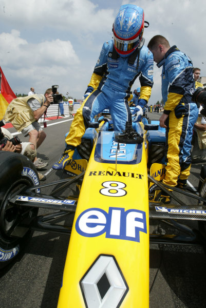 2003 European Grand Prix - Sunday RaceNurburgring, Germany.29th June 2003.Fernando Alonso, Renault R23, on the grid.World Copyright LAT Photographic.Digital Image Only.