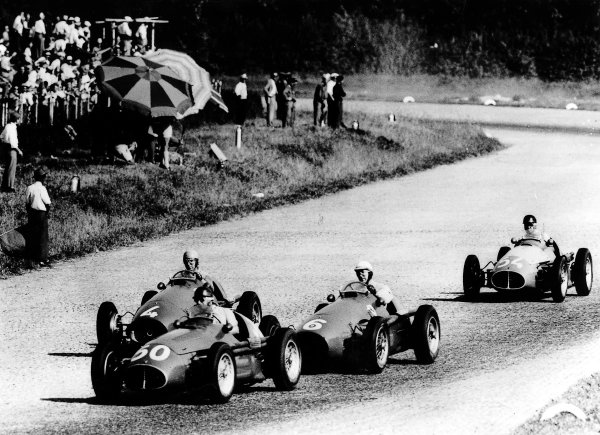 Monza, Italy.11-13 September 1953.Juan Manuel Fangio (Maserati A6GCM) leads Giuseppe Farina (number 6), Alberto Ascari (both Ferrari 500) and Onofre Marimon (Maserati A6GCM) during their battle for the lead. Fangio, Farina and Ascari finished in 1st, 2nd and 3rd positions respectively.Ref-Autocar 567/1375.World Copyright - LAT Photographic