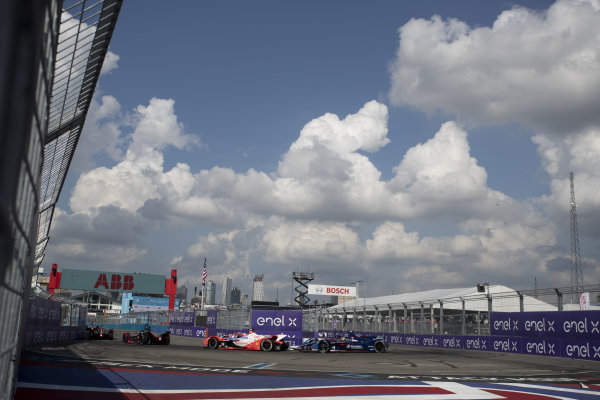 Alex Lynn (GBR), Mahindra Racing, M7Electro, leads Robin Frijns (NLD), Envision Virgin Racing, Audi e-tron FE07