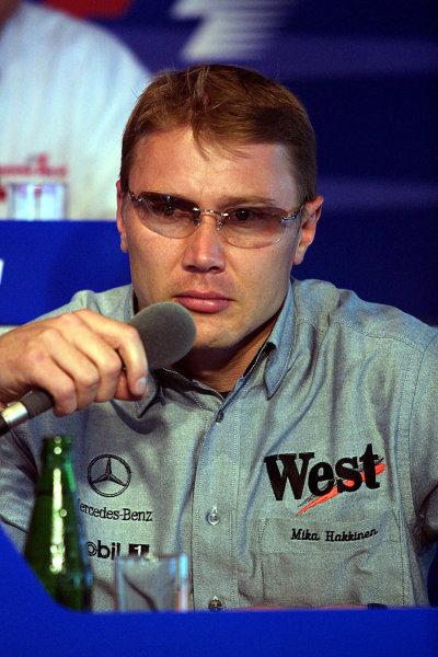 2001 Austrian Grand Prix.A1-Ring, Zeltweg, Austria.11-13 May 2001.Mika Hakkinen (McLaren Mercedes) at a press conference.World Copyright - Rose/LAT Photographicref: 8 9 MB Digital