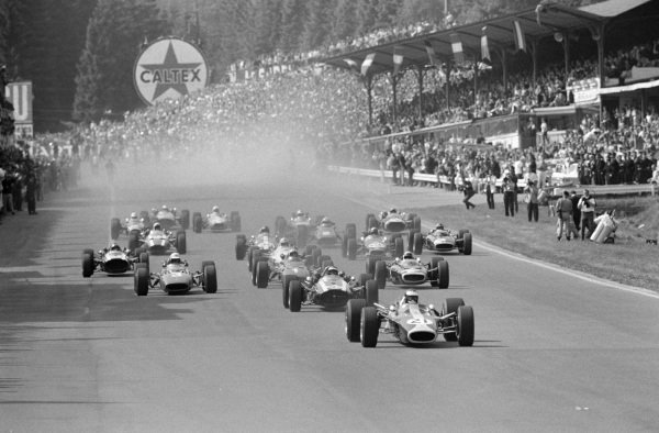 Jim Clark, Lotus 49 Ford, leads the field at the start.