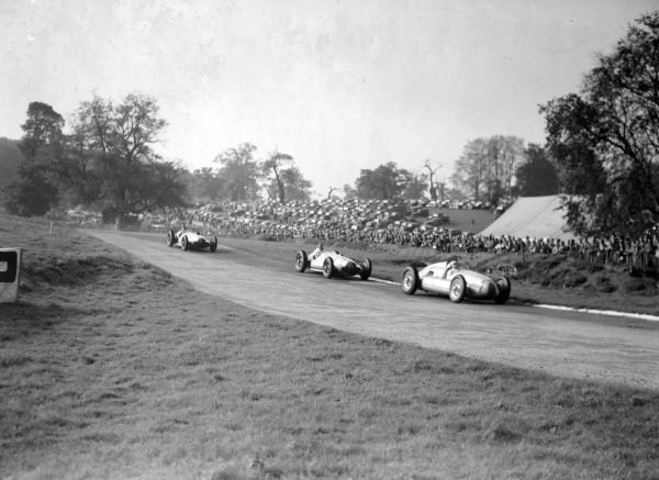 Hermann Müller, Auto Union D, leads Richard Seaman, Mercedes-Benz W154, and Hermann Lang, Mercedes-Benz W154, who is gesticulating.