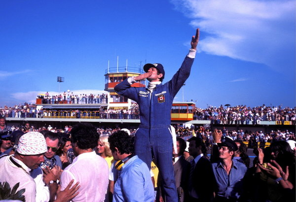Jody Scheckter (RSA) celebrates a historic victory in the opening race of the season, as the Wolf team he drove for became the first and only constructor to win on their GP debut. Argentinean Grand Prix, Rd1, Buenos Aires No. 15, Argentina, 9 January 1977. BEST IMAGE