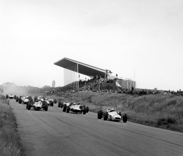 1965 Dutch Grand Prix.Zandvoort, Holland. 18 July 1965.Richie Ginther, Honda RA272, 6th position, leads Jim Clark, Lotus 33-Climax, 1st position, and Graham Hill, BRM P261, 4th position, at the start, action.World Copyright: LAT PhotographicRef: 30144
