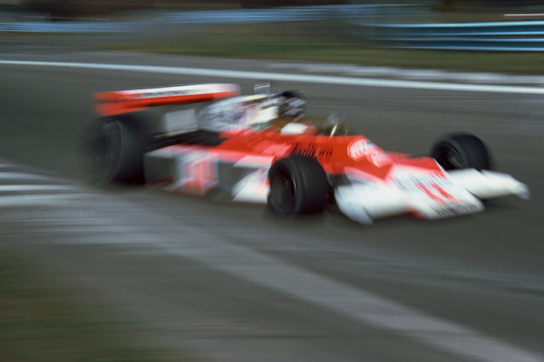 Mosport Park, Ontario, Canada. 1st - 3rd October 1976. James Hunt (McLaren M23-Ford), 1st position, action.  World Copyright: LAT Photographic.  Ref:  76 CAN 13.