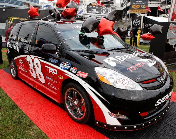 15-16 October, 2009, Concord, North Carolina, USAToyota Mobility/Braun Ultimate fan van giveaway customized Toyota Sienna©2009, Michael L. Levitt, USALAT Photographic