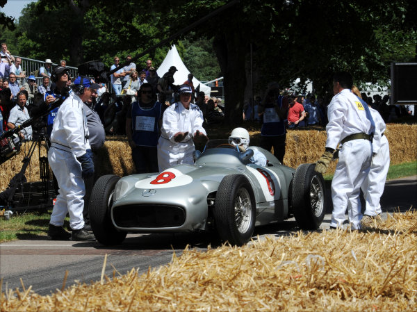 2014 Goodwood Festival of Speed Goodwood Estate, West Sussex, England 26th - 29th June 2014 Sir Stirling Moss, Mercedes W196.  World Copyright: Jeff Bloxham/LAT Photographic ref: Digital Image DSC_1755