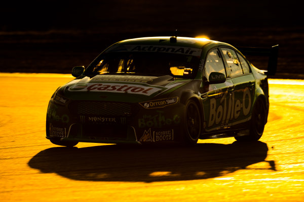 2016 Supercars Championship Round 8.  Ipswich SuperSprint, Queensland Raceway, Willowbank, Queensland, Australia. Friday 22nd July to Sunday 24th July 2016. Mark Winterbottom drives the #1 The Bottle-O Racing Ford Falcon FGX. World Copyright: Daniel Kalisz/LAT Photographic Ref: Digital Image 220716_VASCR8_IPSWICH_DKIMG_1160.JPG