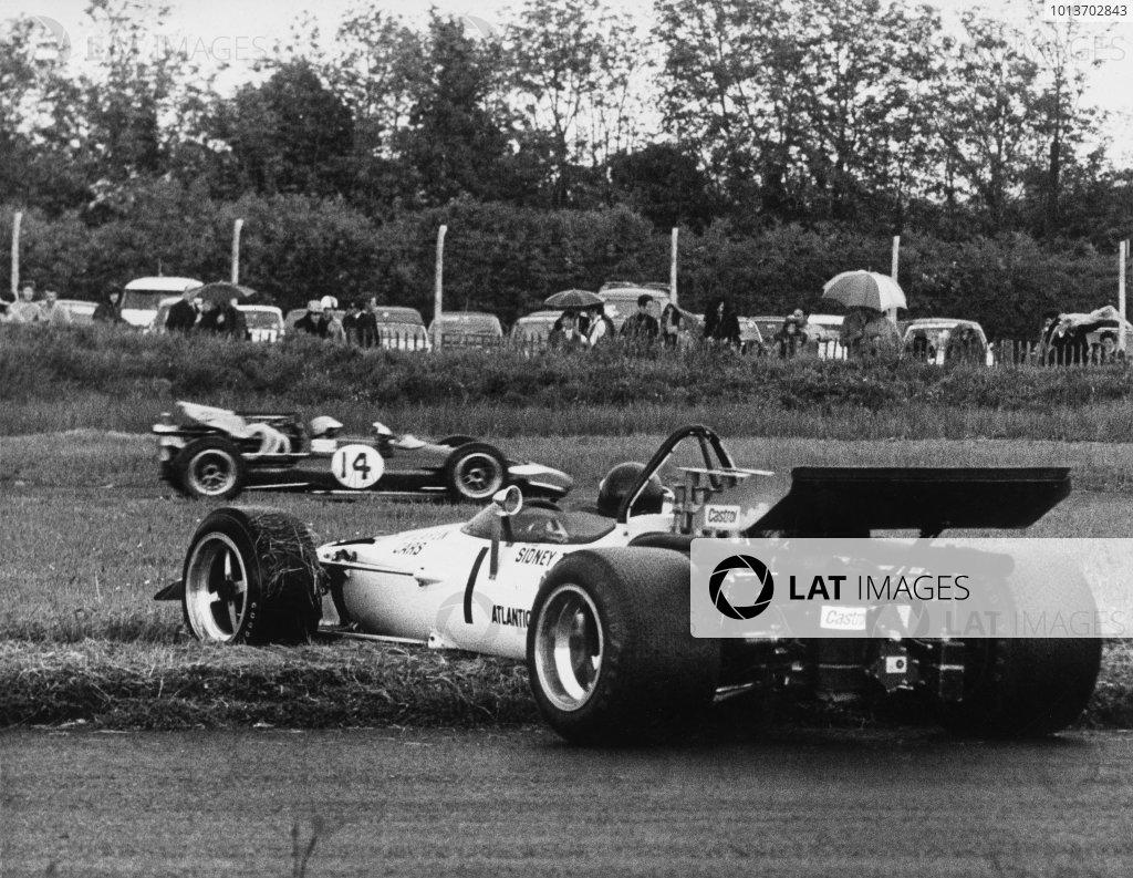 1970 Guards Formula 5000 Championship. Mondello Park, Ireland. 1st June 1970. Rd 9. Heat 2. Peter Gethin (McLaren M10B-Chevrolet), 1st position, spins in the wet, action. World Copyright: LAT Photographic. Ref:  B/W Print.