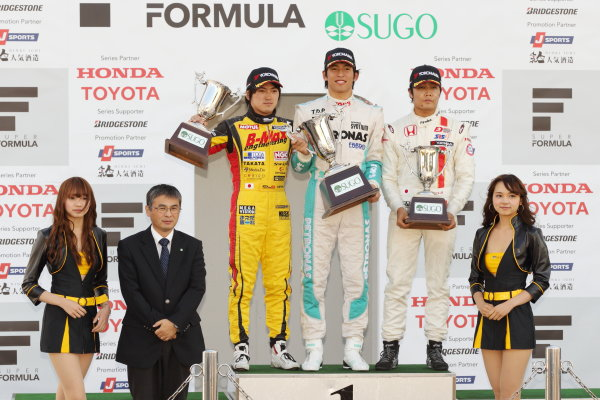 Sportsland Sugo, Japan. 28th - 29th September 2013. Rd 12 & 13. Rd.12 Winner  Yuichi Nakayama ( #36 PETRONAS TEAM TOM'S ) 2nd position Katsumasa Chiyo ( #50 B-MAX ENGINEERING ) 3rd position Nobuharu Matsushita ( #7 HFDP  RACING ) podium World Copyright: Yasushi Ishihara/LAT Photographic. Ref: 2013JF3_Rd12-13_008