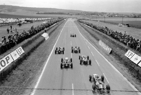1963 French Grand Prix.Reims, France. 28-30 June 1963.Jim Clark (Lotus 25-Climax) leads Graham Hill (BRM P61), Dan Gurney (Brabham BT7-Climax), Bruce McLaren (Cooper T66-Climax), Jack Brabham (Brabham BT7-Climax) and Tony Maggs (Cooper T66-Climax) at the start. Rear view.World Copyright: LAT PhotographicRef: Autosport b&w print