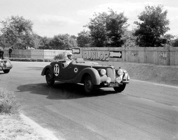 Le Mans, France. 25-25 June 1950. Robert Lawrie/Geoffrey Beetson (Riley RMB), 17th position. Ref-Motor 757/2. World Copyright - LAT Photographic