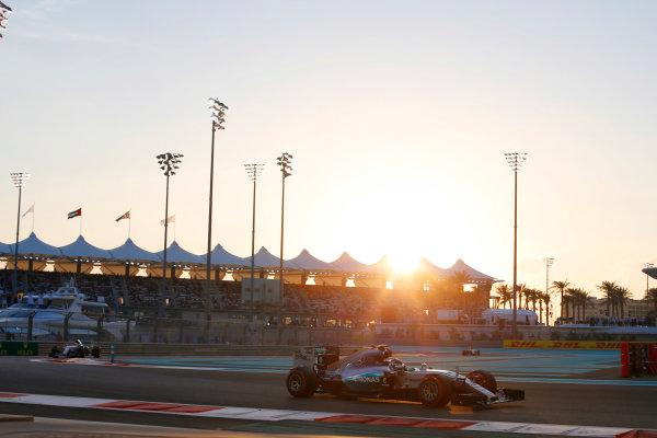 Yas Marina Circuit, Abu Dhabi, United Arab Emirates. Sunday 29 November 2015. Nico Rosberg, Mercedes F1 W06 Hybrid leads Lewis Hamilton, Mercedes F1 W06 Hybrid at the start of the race. World Copyright: Steven Tee/LAT Photographic. ref: Digital Image _X0W6548