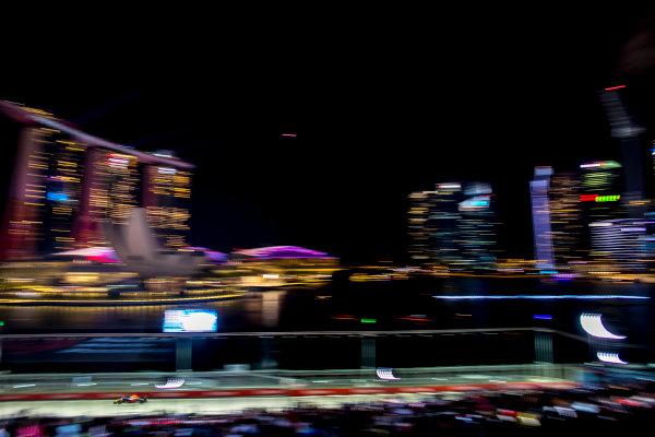 Marina Bay Circuit, Marina Bay, Singapore. Sunday 17 September 2017. Daniel Ricciardo, Red Bull Racing RB13 TAG Heuer. World Copyright: Steven Tee/LAT Images  ref: Digital Image _31I8496