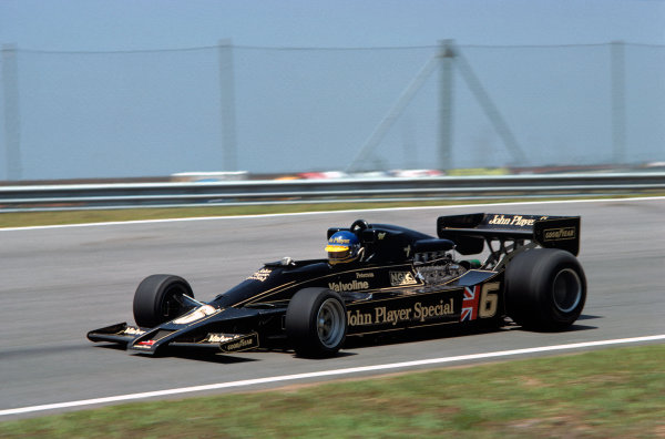 Jacarepagua, Rio de Janeiro, Brazil. 27-29 January 1978. Ronnie Peterson ( Lotus 78-Ford), retired, action.  World Copyright: LAT Photographic. Ref: 78BRA33