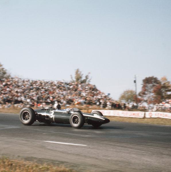 Watkins Glen, New York, USA.4-6 October 1963.Bruce McLaren (Cooper T66 Climax).Ref-3/1041.World Copyright - LAT Photographic