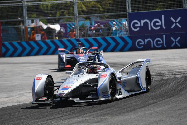 Edoardo Mortara (CHE) Venturi Formula E, Venturi VFE05, leads Robin Frijns (NLD), Envision Virgin Racing, Audi e-tron FE05