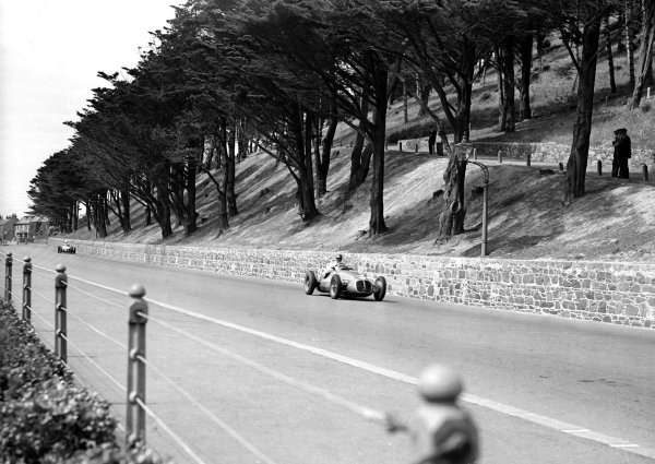 St Helier, Jersey, Great Britain.13 July 1950.Emmanuel de Graffenried (Maserati 4CLT/48), 3rd position.Ref-Motor 766/37.World Copyright - LAT Photographic