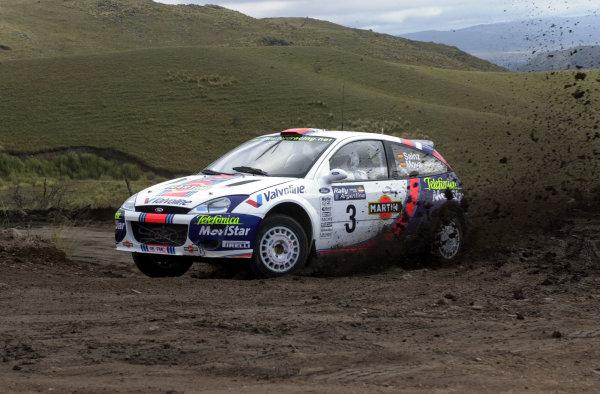 2001 World Rally Championship. ArgentinaMay 3rd-6th, 2001Carlos Sainz kicks up the dirt on stage seven.Photo: Ralph Hardwick/LAT