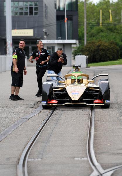 Andre Lotterer (DEU), DS TECHEETAH, DS E-Tense FE19, on the tram tracks