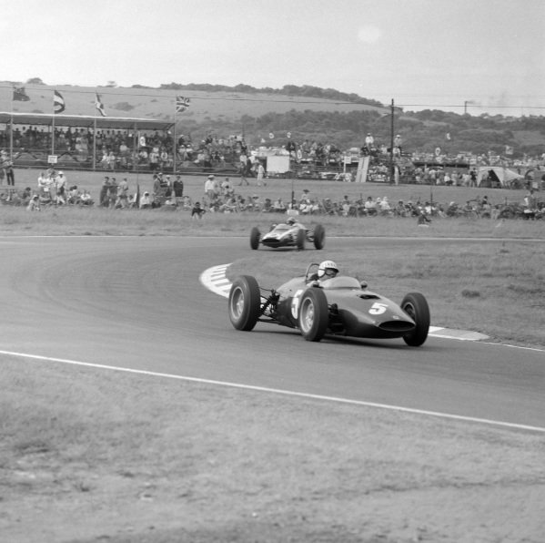 Bruce Johnstone, BRM P48/57, leads Tony Maggs, Cooper T60 Climax.