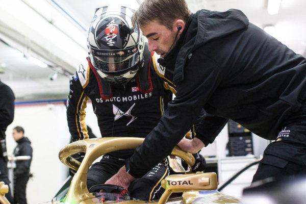 Andre Lotterer (DEU), DS TECHEETAH, DS E-Tense FE19 climbs out of the cockpit
