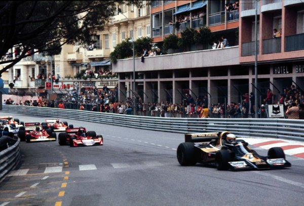 1977 Monaco Grand Prix. Monte Carlo, Monaco. 20-22 May 1977. Jody Scheckter (Wolf WR1 Ford) leads at the start of the race. He finished in 1st position. World Copyright - LAT Photographic Ref: 77MON57