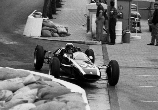 1964 Monaco F3 Grand Prix.Monte Carlo, Monaco.9 May 1964.Jackie Stewart (Cooper) 1st position.World Copyright - LAT Photographic