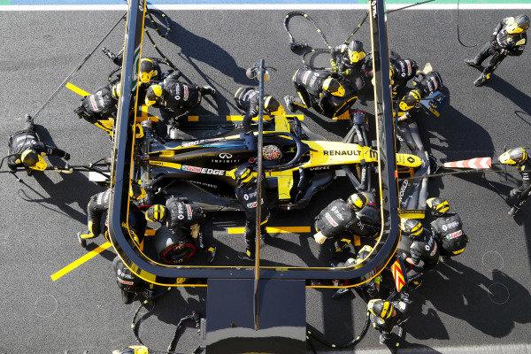 Daniel Ricciardo, Renault R.S.20, makes a pit stop