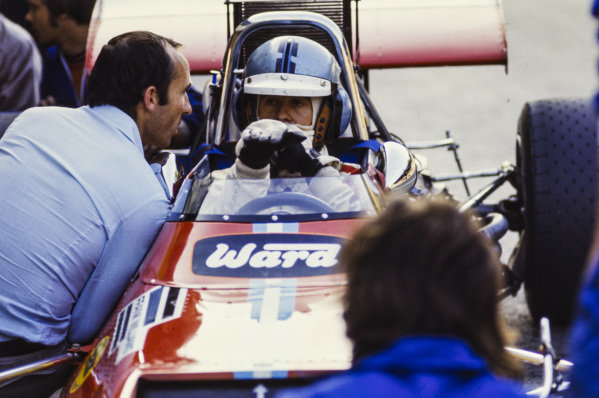 Piers Courage, De Tomaso 308 Ford, talks to Frank Williams.