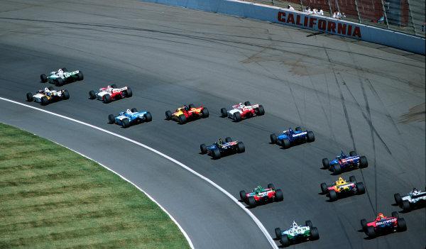 1999 CART California 500, California Speedway 31/10/99Heavy traffic in turn 1-1999, Michael L. Levitt / USALAT PHOTOGRAPHIC