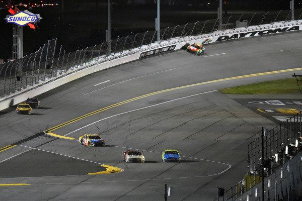 #9: Chase Elliott, Hendrick Motorsports, Chevrolet Camaro Llumar and #12: Ryan Blaney, Team Penske, Ford Mustang Menards/Great Lakes Flooring last lap