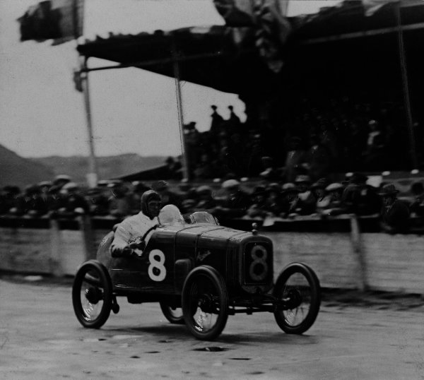 1923 Le Mans 24 Hours. Le Mans, France. 26th - 27th May 1923. Capt. John F Duff (Bentley 3 L Sport), 4th position, action.  World Copyright: LAT Photographic.  Ref:  B/W Print.