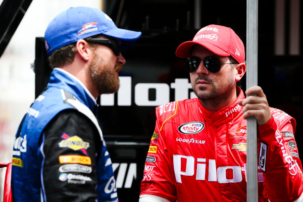 NASCAR XFINITY Series Food City 300 Bristol Motor Speedway, Bristol, TN USA Thursday 17 August 2017 Dale Earnhardt Jr, Goody's Mixed Fruit Blast Chevrolet Camaro and Michael Annett, Pilot Flying J Chevrolet Camaro World Copyright: Barry Cantrell LAT Images