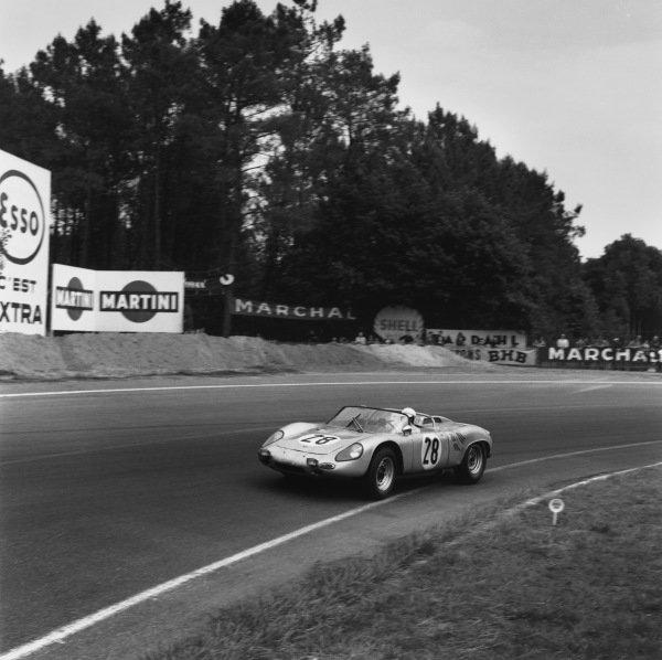 Le Mans, France. 15th - 16th June 1963.Edgar Barth/Herbert Linge (Porsche 718/8 RS), 8th position, action. World Copyright: LAT Photographic.Ref:  19432.