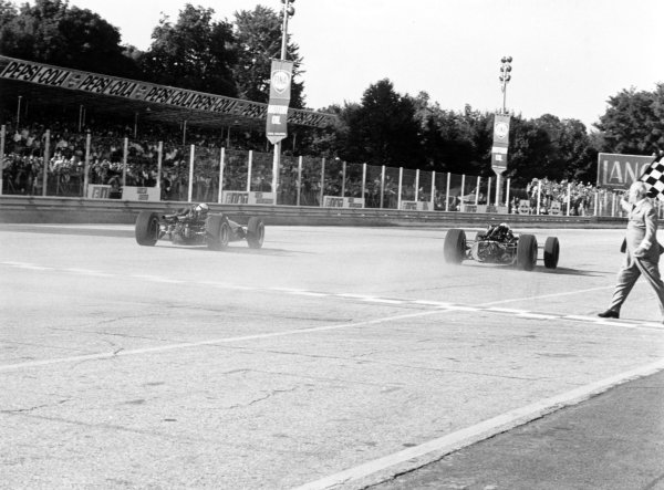 1967 Italian Grand Prix.Monza, Italy. 10 September 1967.John Surtees, Honda RA300, 1st position, leads Jack Brabham, Brabham BT24-Repco, 2nd position, at the finish, action.World Copyright: LAT PhotographicRef: 1725 #24