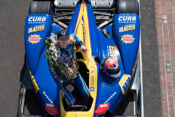30 May, 2016, Indianapolis, Indiana, USA Alexander Rossi with Borg-Warner wreath on yard of bricks  ?2016, Scott R LePage  LAT Photo USA