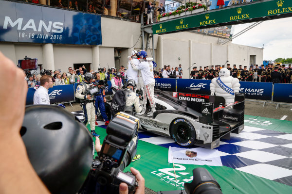 2016 Le Mans 24 Hours. Circuit de la Sarthe, Le Mans, France. Porsche Team / Porsche 919 Hybrid - Romain Dumas (FRA), Neel Jani (CHE), Marc Lieb (DEU).  Sunday 19 June 2016 Photo: Adam Warner / LAT ref: Digital Image _L5R7836