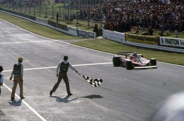Carlos Reutemann, Ferrari 312T3 takes the chequered flag for victory.