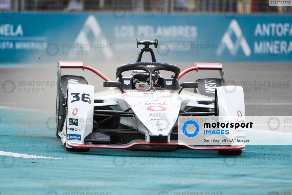 Andre Lotterer (DEU), Tag Heuer Porsche, Porsche 99x Electric, locks up and runs wide