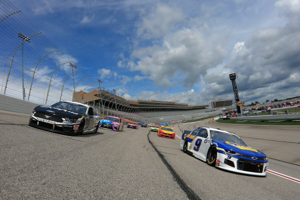 Chase Elliott, Hendrick Motorsports Chevrolet NAPA Auto Parts, Aric Almirola, Stewart-Haas Racing Ford Smithfield, lead the field, Copyright: Chris Graythen/Getty Images.