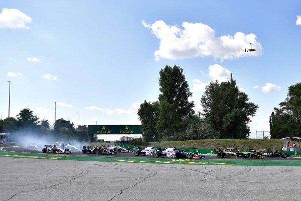 Romain Grosjean, Haas VF-19, leads Nico Hulkenberg, Renault R.S. 19, Daniil Kvyat, Toro Rosso STR14, Alexander Albon, Toro Rosso STR14, Kevin Magnussen, Haas VF-19, and the remainder of the field at the start