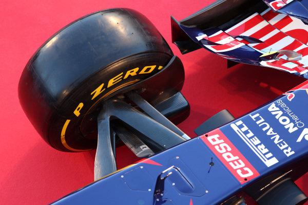 Scuderia Toro Rosso STR9 front suspension detail. Scuderia Toro Rosso STR9 Launch, Jerez, Spain, Monday 27 January 2014.