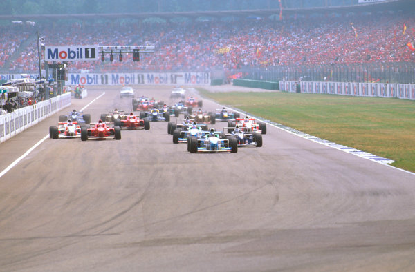Hockenheim, German.26-28 July 1996.Gerhard Berger (Benetton B196 Renault) leads the rest of the field down to the Nordkurve at the start.Ref-96 GER 07.World Copyright - LAT Photographic