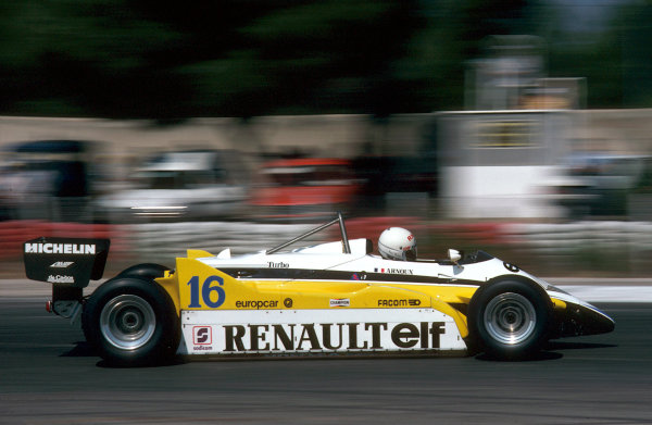 Paul Ricard, France.23-25 July 1982.Rene Arnoux (Renault RE30B) 1st position. Ref-82 FRA 18.World Copyright - LAT Photographic